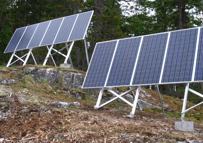 Picture of solar array on Discovery Islands