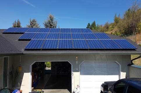 A home solar power system installed on a home's garage.
