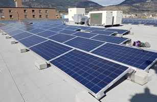 Picture of commercial flat roof with solar panels